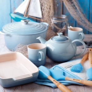 Le-Creuset-Stoneware-Classic-Teapot-13-L-Coastal-Blue-0-3